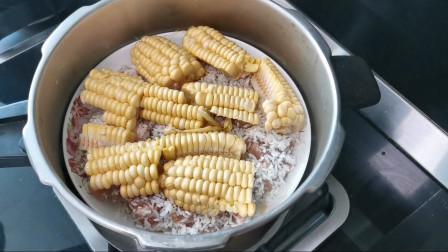 排骨玉米焖饭,肉嫩饭香,营养丰富,菜都不用烧了