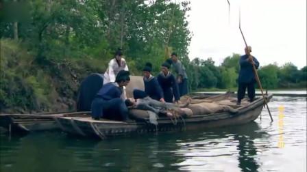 元芳昏迷,沿着河道漂流,幸得好心人救下