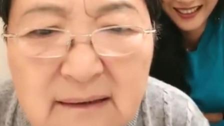 英国姑爷:中国丈母娘花式吐槽,洋女婿和女儿亲热的时候,自己看见了就烦