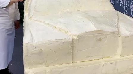 用奶油蛋糕做劳斯莱斯,感觉还真有那种风格,不知哪位土豪这么豪横!
