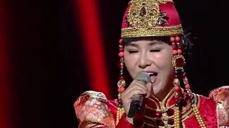 乌兰托娅演唱一曲《父亲的草原母亲的河》歌声悠扬,好听极了