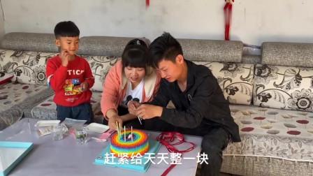 农村姑娘第一次给对象过生日,买来大蛋糕,小伙笑的合不拢嘴