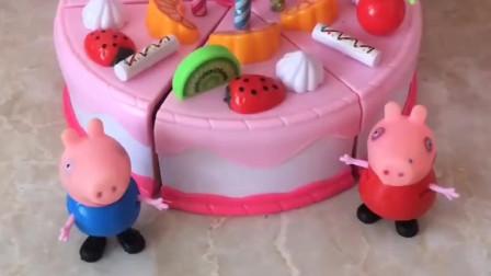猪妈妈生日到啦,佩奇和乔治亲手制作水果蛋糕,猪妈妈一定会喜欢