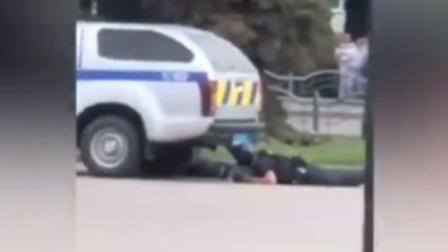 #乌克兰公交车劫持 匪夷所思!乌克兰总统应绑匪要求录视频 随后劫持者人质获救