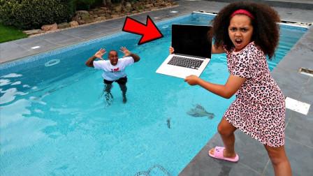 熊孩子恶搞,将老爸的电脑扔进泳池里!网友: