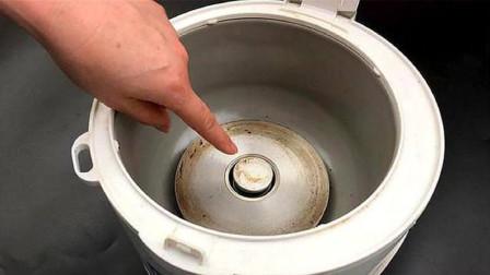 电饭锅里面太脏了,一个简单方法,几分钟擦得干干净净,都学学