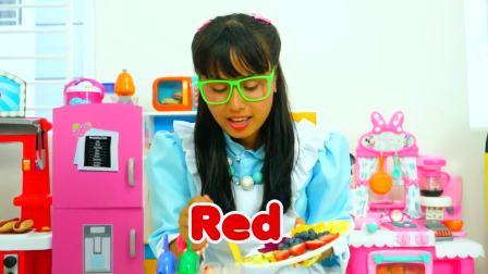 国外儿童时尚,大姐姐摘好水果制作冰淇淋,真好玩啊!
