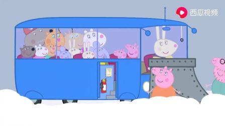 小猪佩奇:就算是雪天,也不能阻止大家去海边玩,还吃冰淇淋呢!