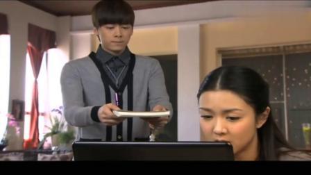 李易峰自己完成吃饭求表扬,结果护士媳妇太不给力,李易峰被冷落