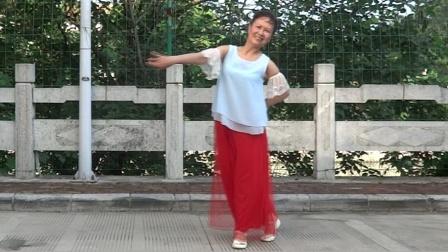 网红歌曲《心在路上》(中三)小春学舞2020.7.23晨28℃50.8kg摄于大院