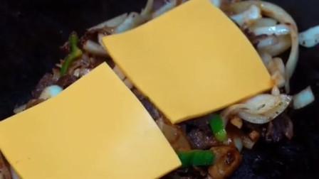 外国的早餐牛肉起司三明治,看这大肉片,超满足!