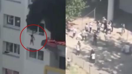 屏住呼吸!10岁小孩带3岁幼童火灾跳楼逃生,场面让人心脏停跳