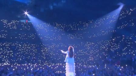 当体育场响起《泰坦尼克号》主题曲,8万观众大合唱!场面太震撼