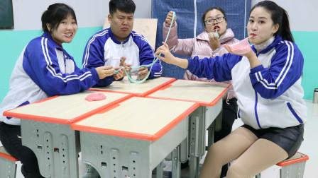 学霸王小九校园剧:无硼砂泥玩出新花样,同学们比赛用泥吹泡泡,这种玩法你见过吗?
