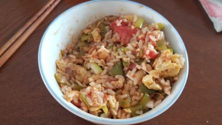 【时蔬炒饭】辣椒番茄鸡蛋就是一碗美味【广瑞日记】
