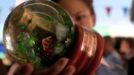 小伙被玻璃水晶球砸中,意外获得超能力
