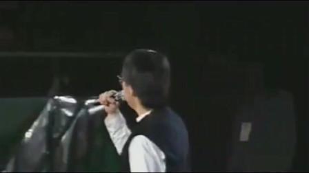 93年演唱会,张雨生演唱经典代表作《大海》,听到鼻酸!