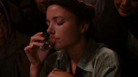 夺宝奇兵:本以为胖子喝酒会赢,没想到美女的酒量堪比东北姑娘
