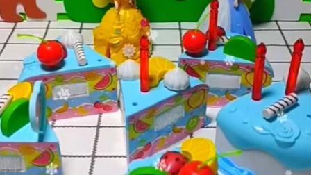 白雪公主买了小蛋糕,要送给五岁的小雪儿,蛋糕被贝儿弄坏了
