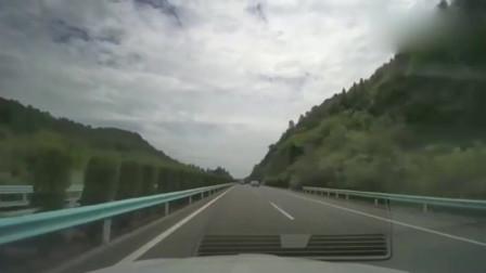 行车记录仪:高速公路上,这种情况就不要超车了,又不是老司机