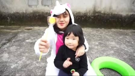 国外儿童时尚,小熊有五颗彩色棒棒糖,在儿歌童谣中慢慢品尝