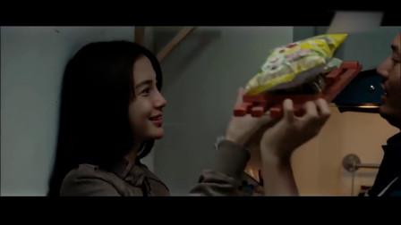 黄晓明给baby做鱼吃,突来的壁咚有点猝不及防!