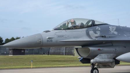 多国齐聚美国边境,波兰F-16为美国轰炸机护航,反正美国在我怕啥