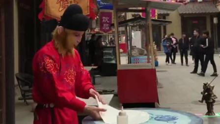 大师兄居然在街头卖起了飞饼,这手艺也是没谁了,真不知道他到底怎么想的!