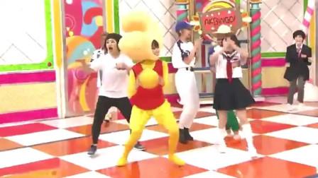 日本搞笑综艺节目:少女Cosplay为了躲避球,最后直接躺在地,哈哈!