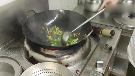 怪不得酒店的辣椒炒肉那么好吃,原来秘密在大厨的调料里,想拜师
