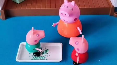 猪妈妈给佩奇做了面包片,乔治偷偷吃掉,佩奇放学回来啥都没了!