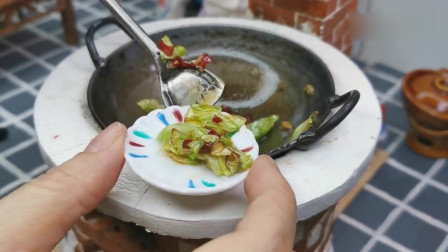 迷你厨房:手撕包菜,跟王刚老师学做菜,便宜好做,能吃1大锅饭