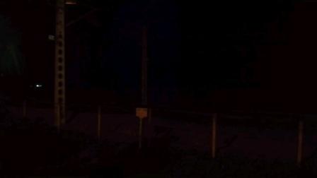 停运之际,武局南段HXD1D0262牵引Z390次(成都-福州)治江站通过。严重欠编18/11