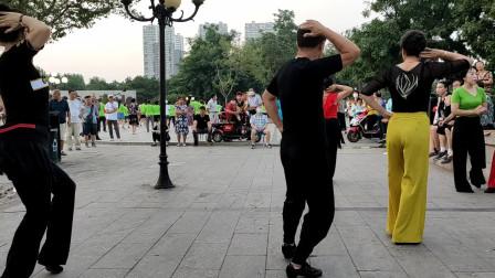 16步广场舞《九寨沟的春天》把幸福送到您身边,愿您每天都快乐