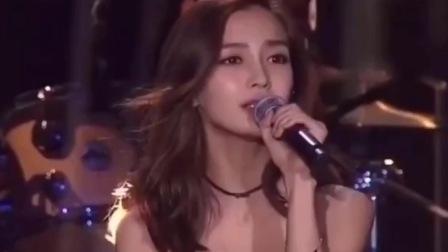 杨颖一首经典歌曲《亲爱的你在哪里》三月的细雨像醉人的恋曲,真的好听!