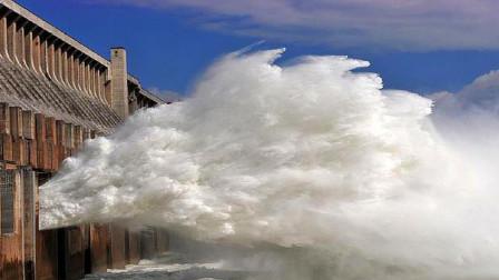 中国三峡大坝泄洪,为什么要把洪水往天上喷?真心佩服我国设计师