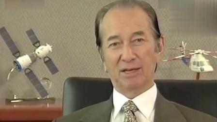_澳门赌王何鸿燊在老板桌前,谈如何面对生意困难:穷则变,变则通!
