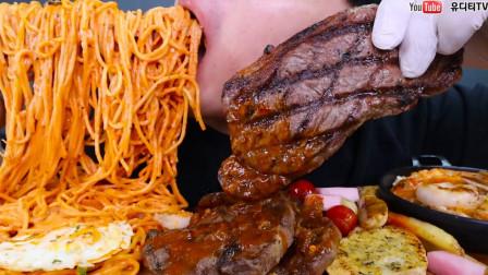 """韩国ASMR吃播:""""鲜虾玫瑰意大利面+上等牛排+意大利烩饭"""",听这咀嚼音,吃货小哥吃得真馋人"""