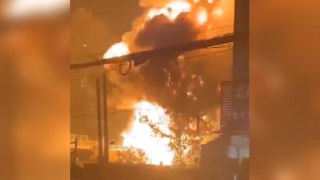 G3合徐高速合肥方向宿州段:一辆货车疑似燃爆 现场黑烟升腾