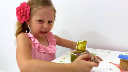 爸爸给萌娃小可爱准备了一份酸奶,小家伙看上去很不喜欢!萌娃:这是什么黑暗料理啊!