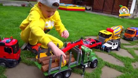 萌娃乐园  两辆玩具车相撞 木头掉落一地 木头运输车来帮忙