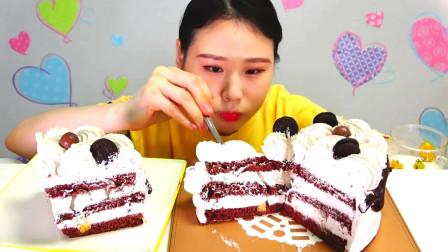 韩国大胃王卡妹,吃整个奶油蛋糕,看她吃的好香甜啊