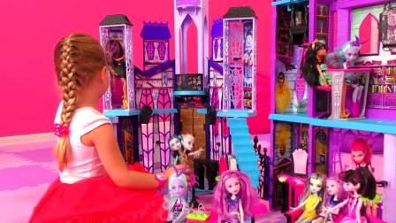 国外儿童时尚,萌宝去乐园玩游戏 超多的芭比玩具过家家玩具