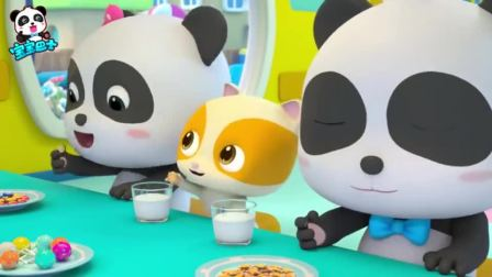 《宝宝巴士美食总动员》创意料理 弟弟悄悄的在酸奶里面丢棒棒糖