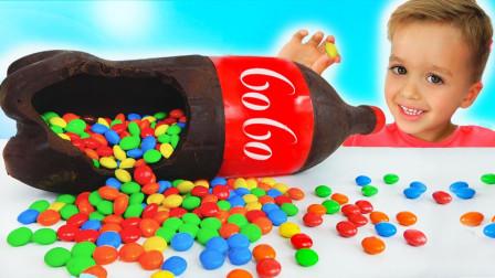 萌宝玩具故事:好神奇!小正太兄弟俩把饮料变成了糖果?