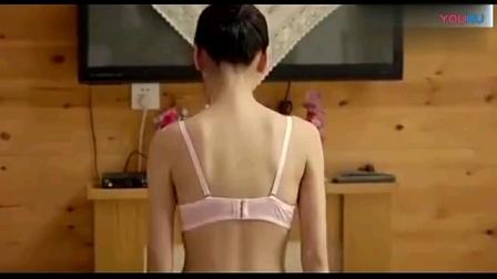 女生脱衣服
