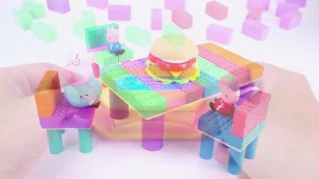 太空沙制作小猪佩奇的餐桌和汉堡包