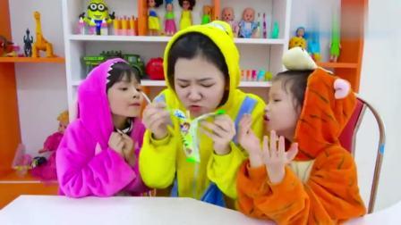 国外少儿时尚,小朋友和妈妈比拼吹气球,答对问题吃美味冰淇淋