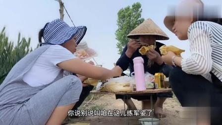 农村公公过生日还在浇地,儿媳烧鸡烤鸭凉拌菜,看他吃的多美味