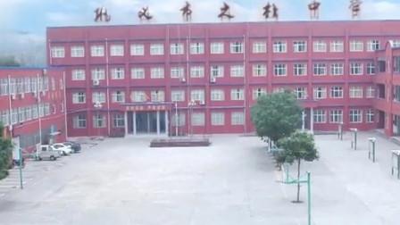 河南一中学操场现露骨性教育宣传栏官方:安装单位不明,警方已介入